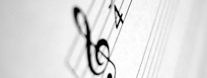 Composer en trio la musique d'un film : compositeur, producteur, réalisateur. Blog Adélie Prod